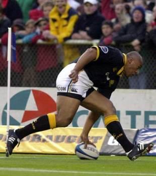 Wellington's Jonah Lomu dots down for an early score in the 2000 NPC final, October 21 2000