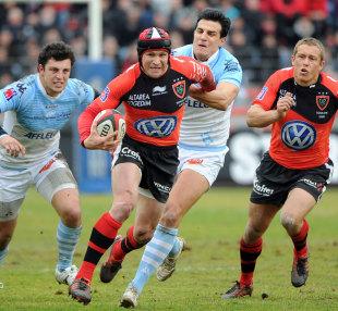 Toulon centre Mathew Giteau breaks away