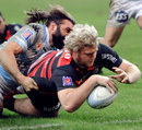 Toulouse replacement Gillian Galan dives over
