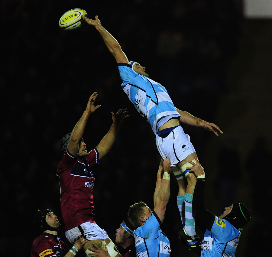 Worcester's Sam Betty stretches for the lineout ball