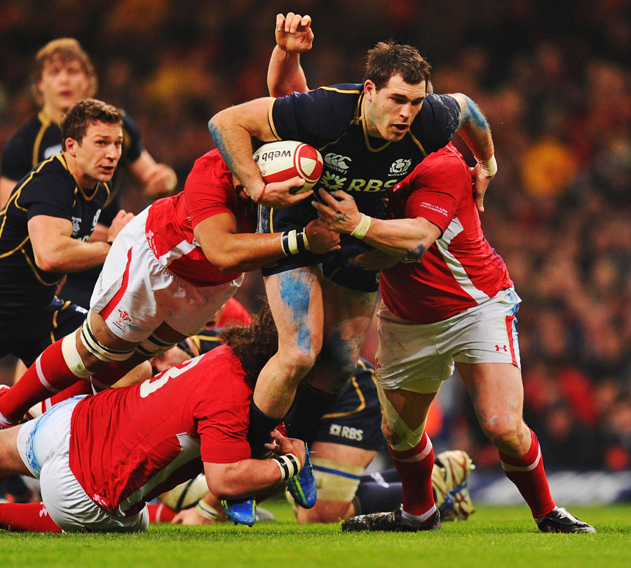 Scotland's Sean Lamont stretches the Wales defence