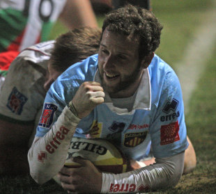 Perpignan's Kevin Boulogne celebrates scoring a try