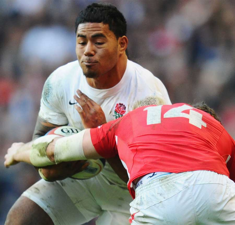 Manu Tuilagi braces himself for the hit from Alex Cuthbert