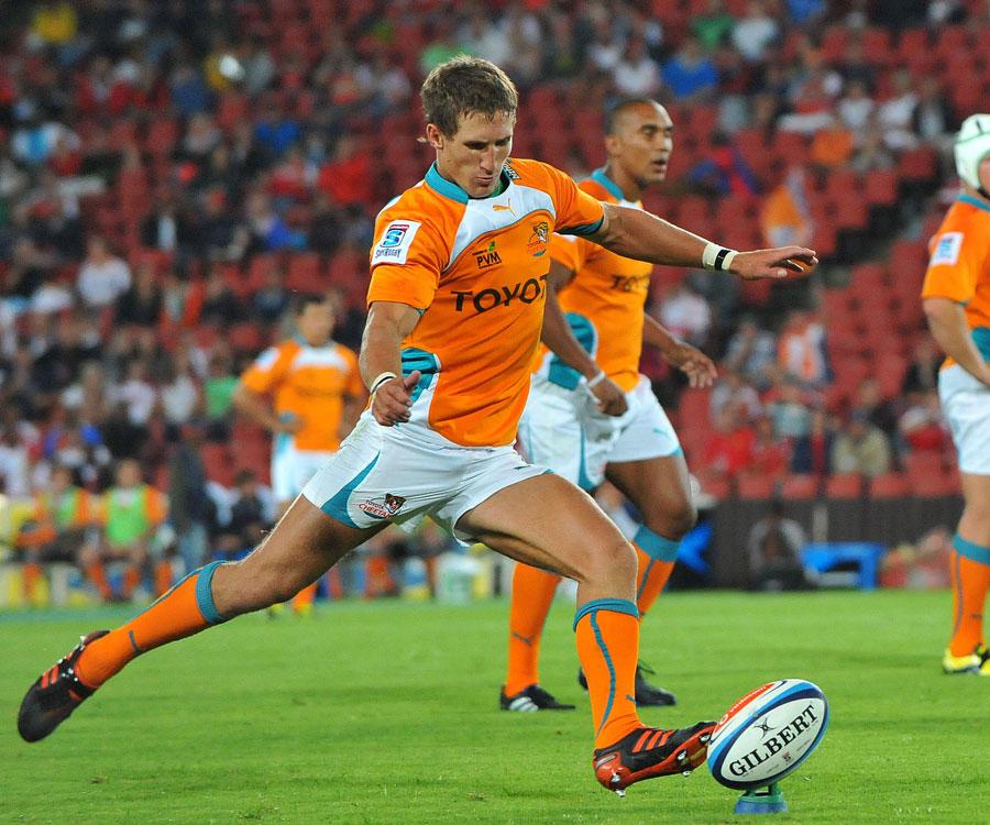 The Cheetahs' Johan Goosen kicks for goal