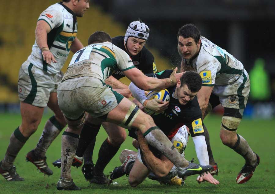 Saracens' Duncan Taylor struggles forward