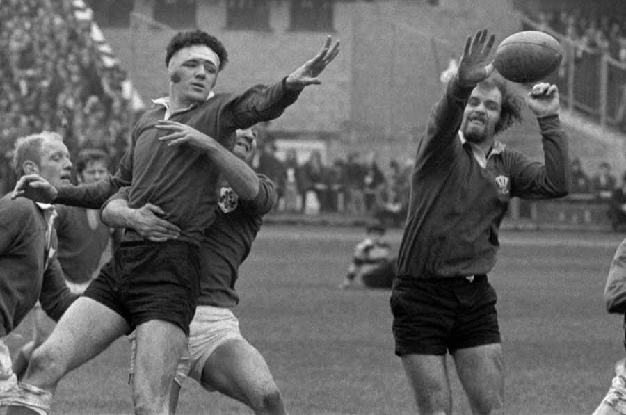 Wales' Mervyn Davies and John Taylor combine to win a lineout