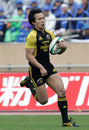Suntory's Hirotoki Onozawa races away to score