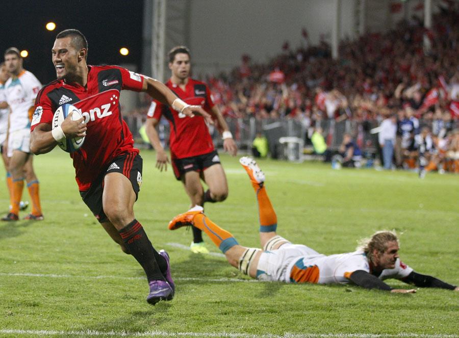 The Crusaders' Robbie Fruean evades the Cheetahs' defence