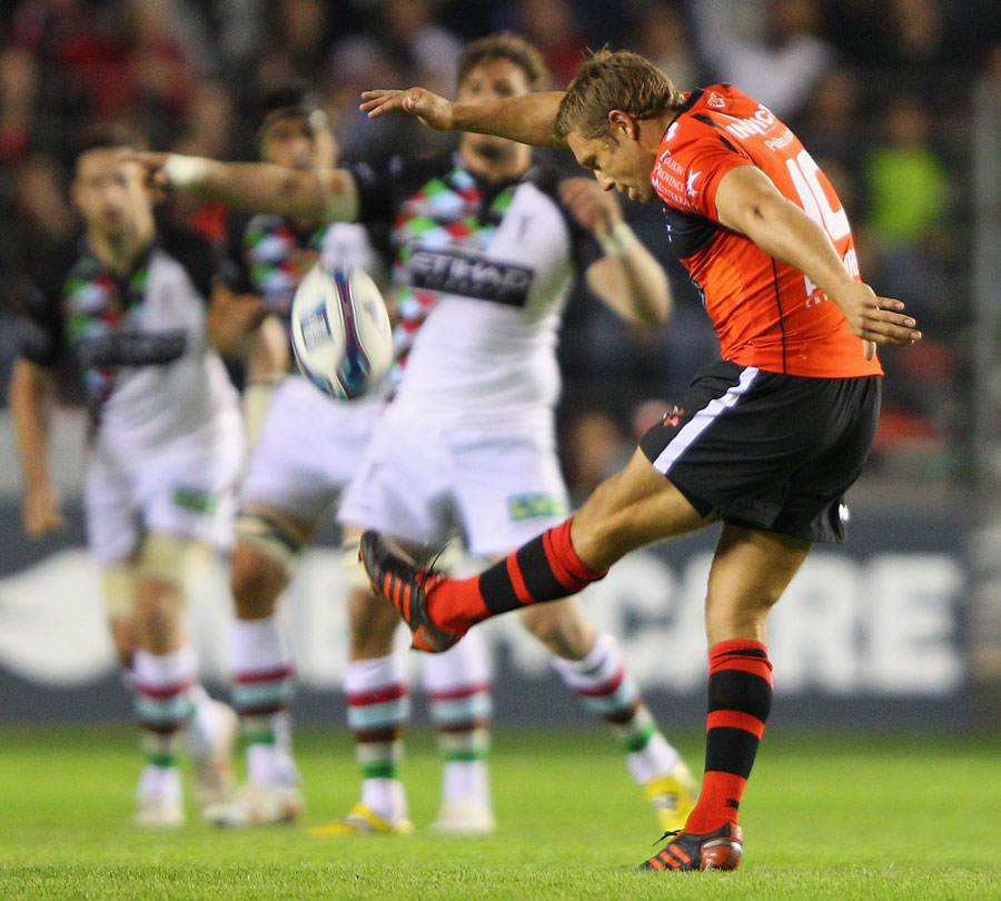 Toulon's Jonny Wilkinson puts boot to ball