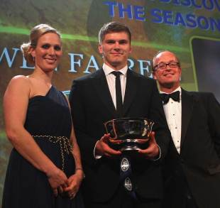 Owen Farrell collects his Discovery of the Season award