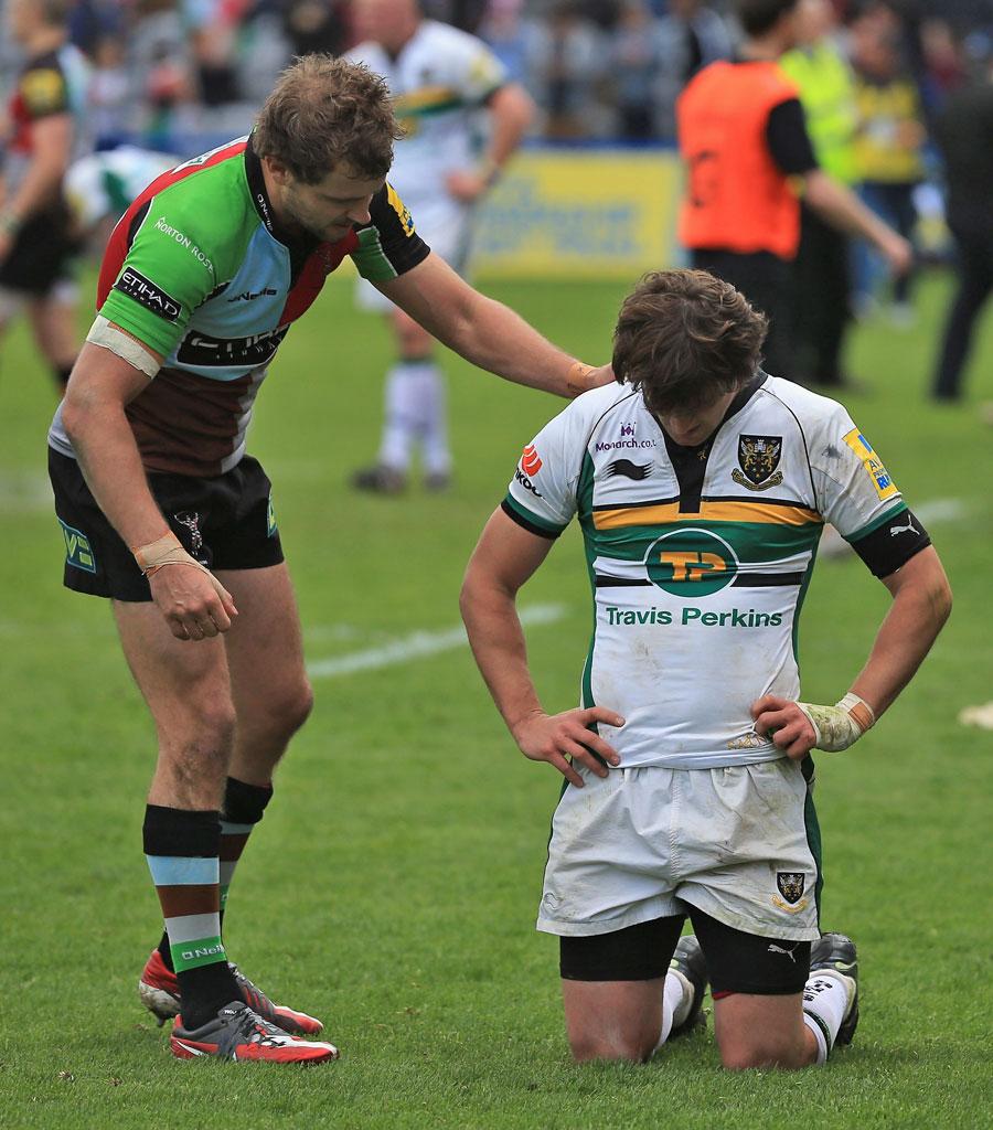 Quins' Nick Evans consoles Saints' Lee Dickson