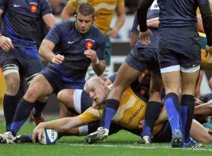 Stephen Moore of Australia scores their first try during the International rugby match between France and Australia at the Stade de France in Paris, France on November 22, 2008.