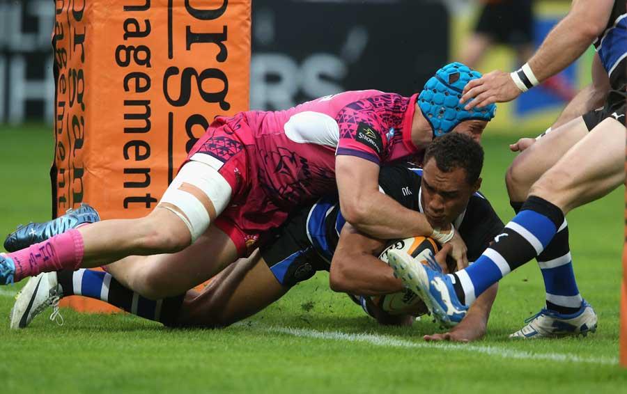 Bath's Ollie Woodburn crashes over to score