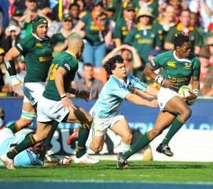 South Africa's Jongi Nokwe breaks clear to score, South Africa v Argentina, Ellis Park, Johannesburg, August 9, 2008