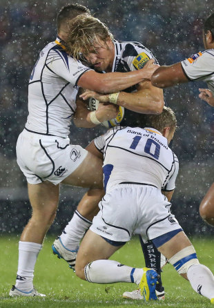 Sale's Andy Powell takes on the Leinster defence