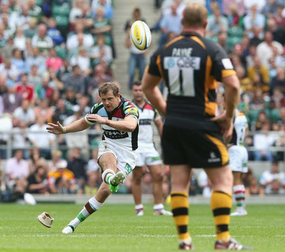 Harlequins fly-half Nick Evans lands the winning kick