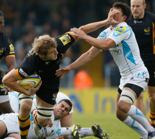 Wasps' Joe Launchbury powers through the Worcester defence
