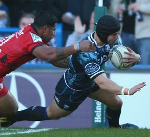 Cardiff Blues' Leigh Halfpenny crashes over against Toulon
