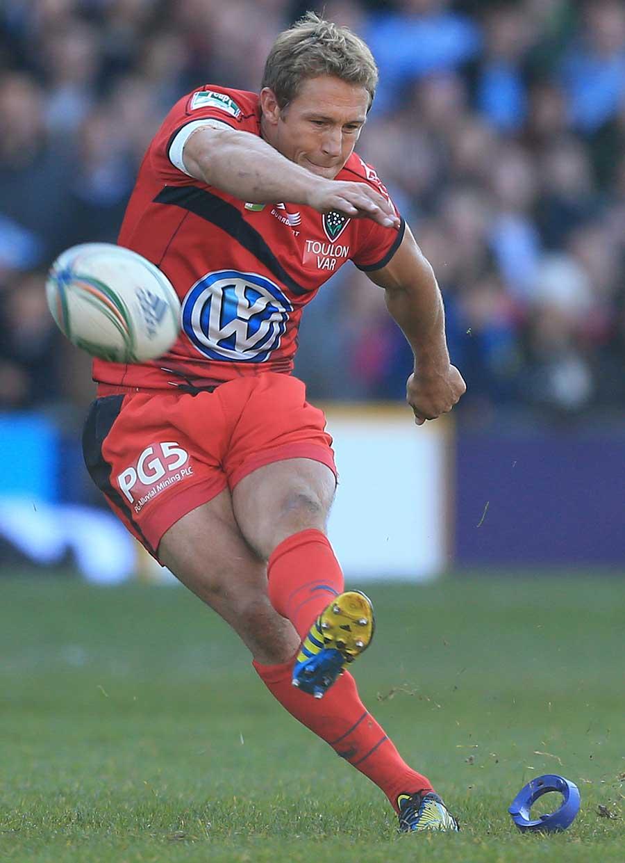 Toulon's Jonny Wilkinson slots a penalty