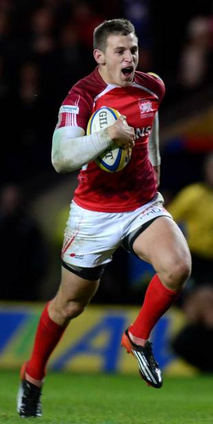 London Welsh's Nick Scott races away to score