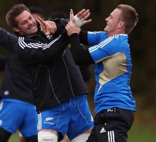 New Zealand's Richie McCaw and Sam Cane run through some drills