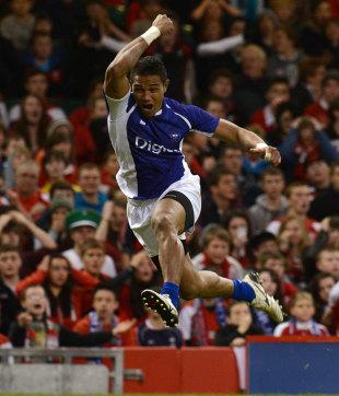 Samoa's Fa'atoina Autagavaia celebrates his try