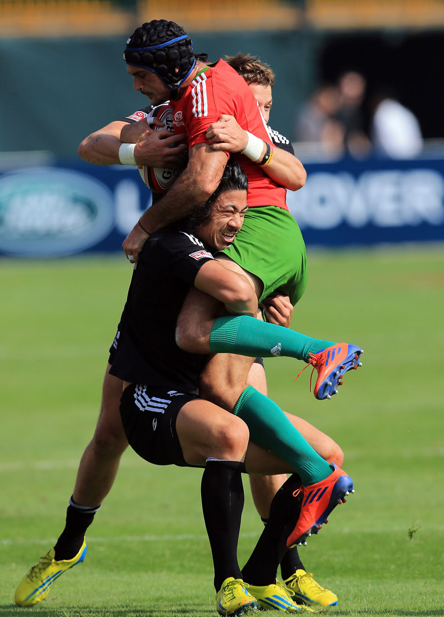 Portugal's Frederico Oliveira is tackeld by New Zealand's Ben Lam and Scott Curry