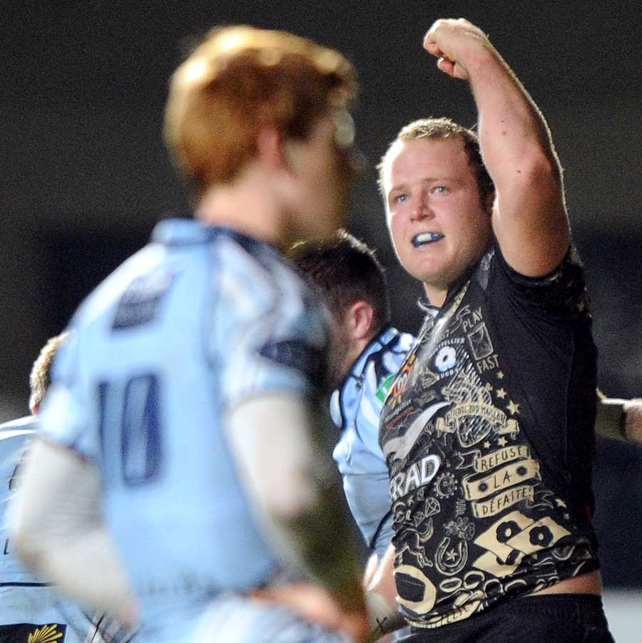 Montpellier's Erasmus Van Vuuren celebrates his score
