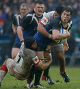 Bath's Francois Louw looks for an offload against Saracens