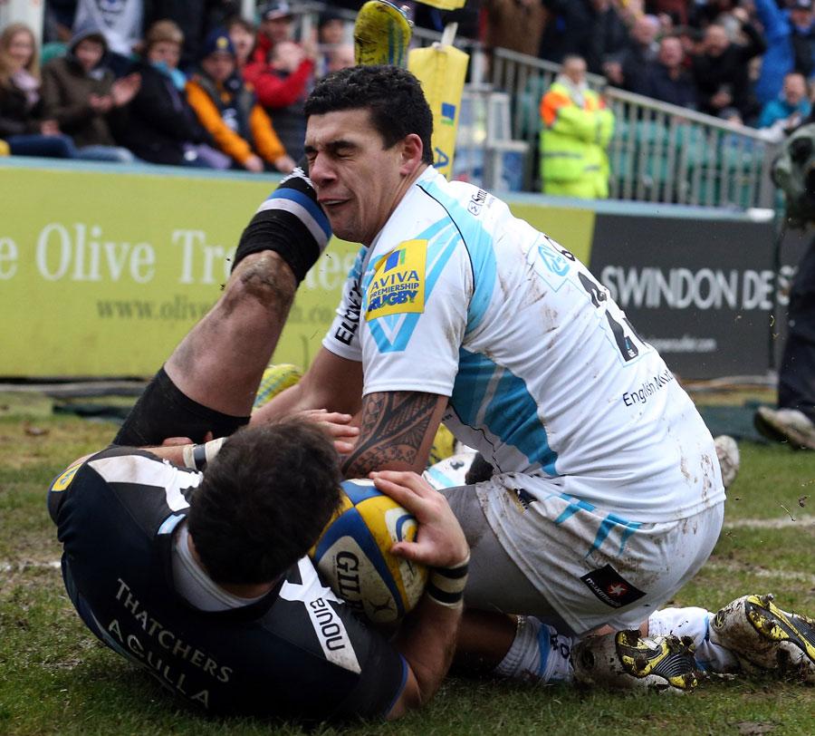 Worcester's Josh Matavesi tries to stop Bath's Horacio Agulla