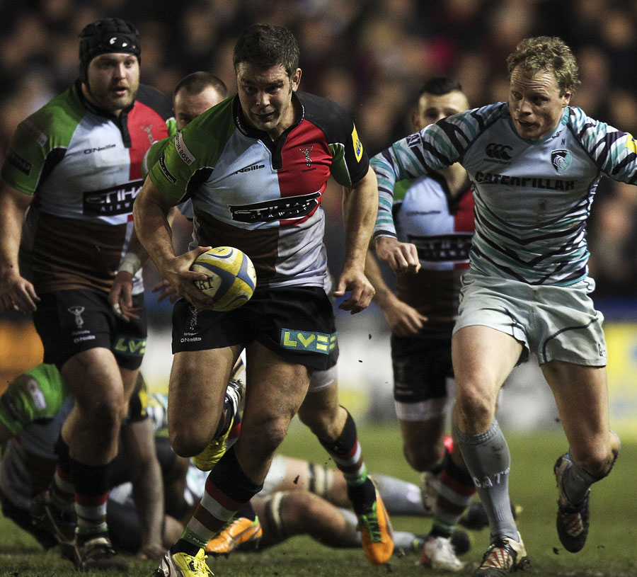 Harlequins' Nick Easter races away from Leicester's defence