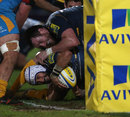Worcester's Blair Cowan drives over for a try