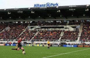 Saracens' Charlie Hodgson slots a kick, Saracens v Exeter Chiefs, Aviva Premiership, Allianz Park, London, England, February 16, 2013