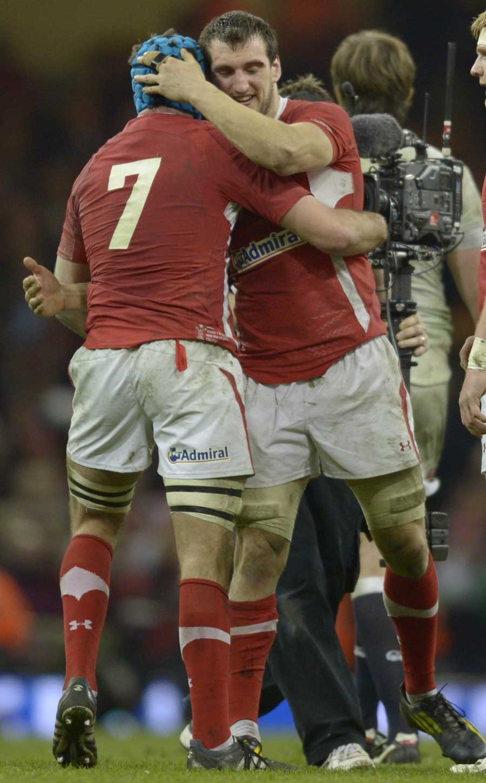 Wales' Sam Warburton congratulates Justin Tipuric