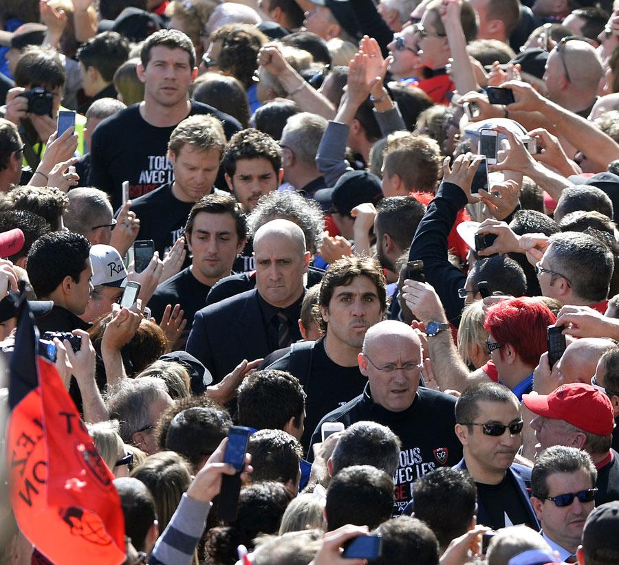 Toulon walk through their fans