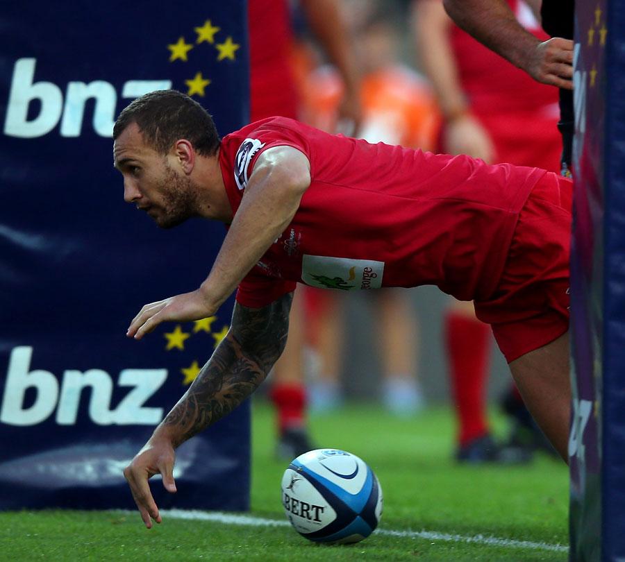 Reds' Quade Cooper scores in between the posts