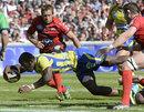 Clermont's Seru Nakaitaci bursts through to score against Toulon