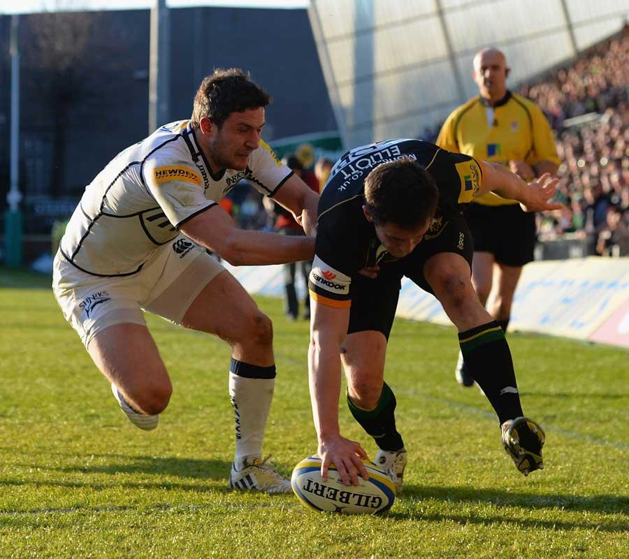 Northampton's Jamie Elliott touches down