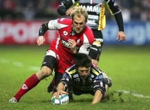 Gloucester's Olly Morgan challenges Calvisano's Benjamin Smith