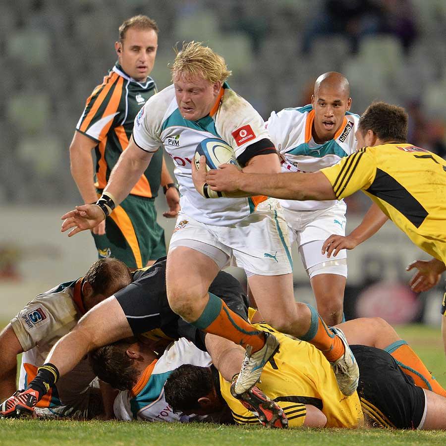 Cheetahs captain and hooker Adriaan Strauss runs the ball