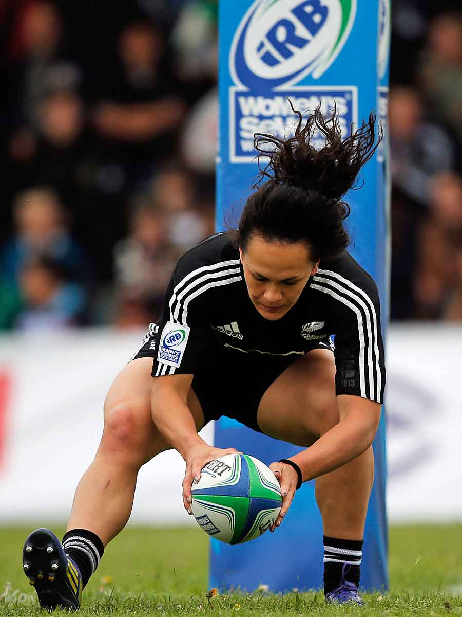 New Zealand's Portia Woodman scores a try against Canada