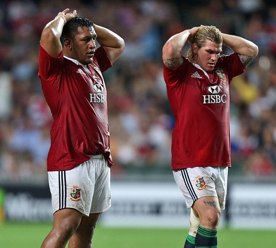 The Lions' Mako Vunipola and Richard Hibbard take a breather