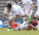England's Billy Vunipola powers through the CONSUR XV defence