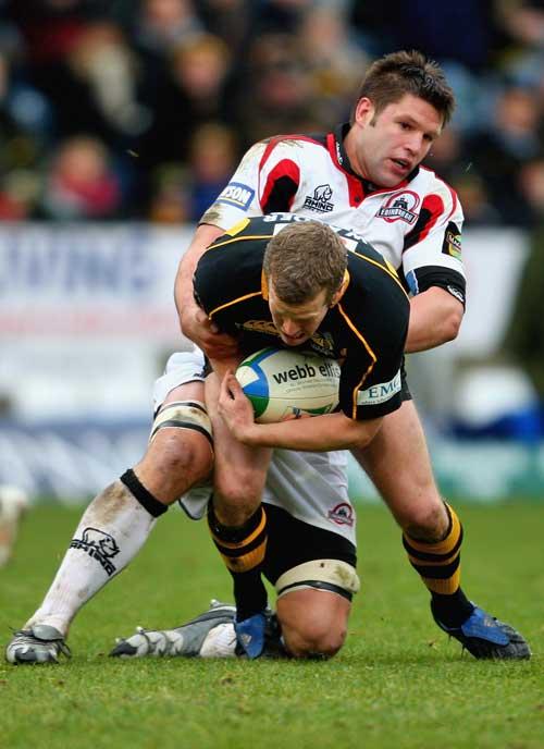 Edinburgh's Ally Hogg tackles Wasps' Dave Walder