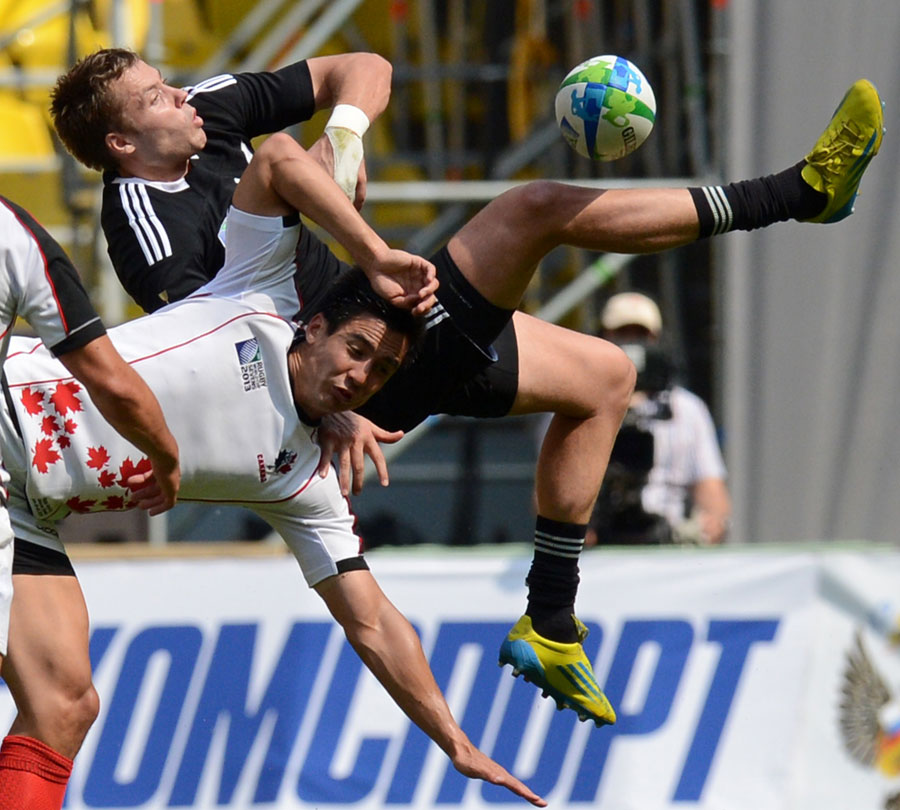 New Zealand's Tim Mikkelson attempts to claim the ball