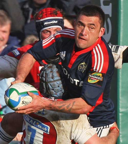 Munster's Rua Tipoki looks for support