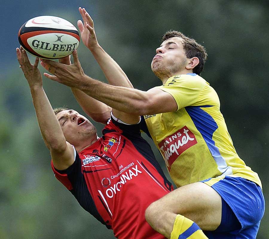 Oyonnax's Benjamin Urdapilleta vies for the high ball
