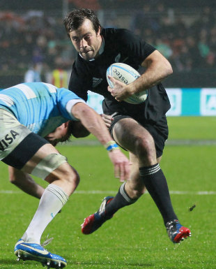 New Zealand's Conrad Smith takes the attack to the Pumas, New Zealand v Argentina, Rugby Championship, Waikato Stadium, Hamilton, September 7, 2013