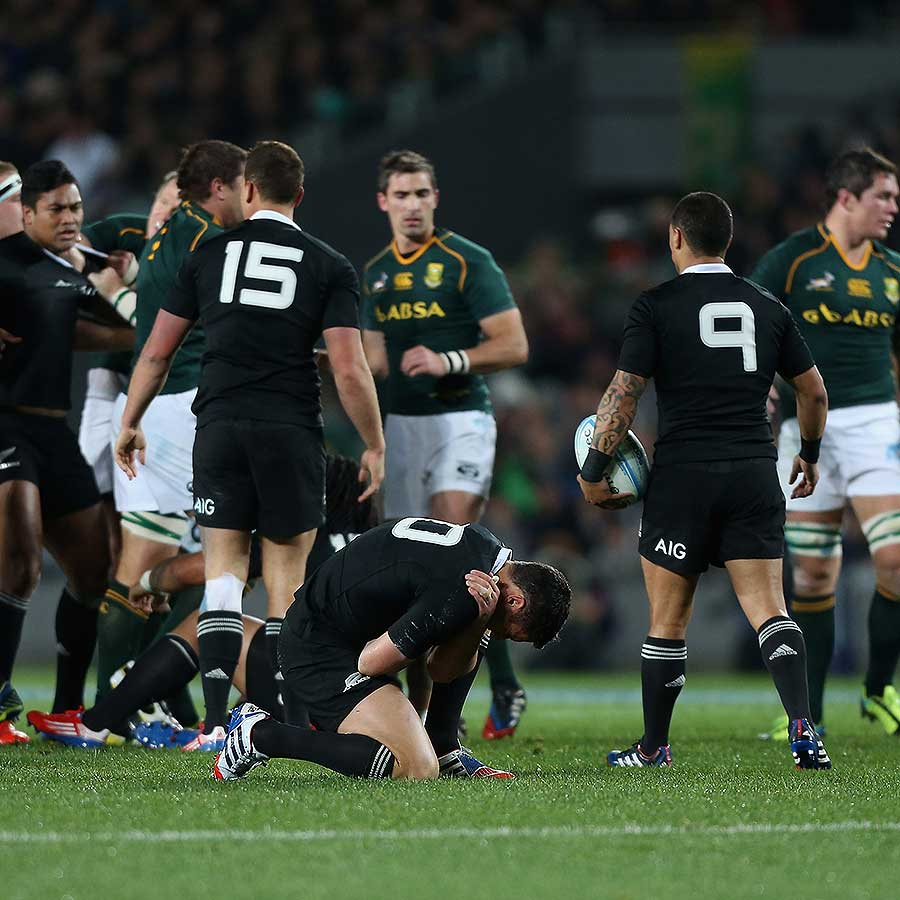 New Zealand's Dan Carter suffers a shoulder injury