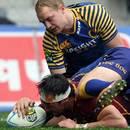 Southland's Elliot Dixon scores a try
